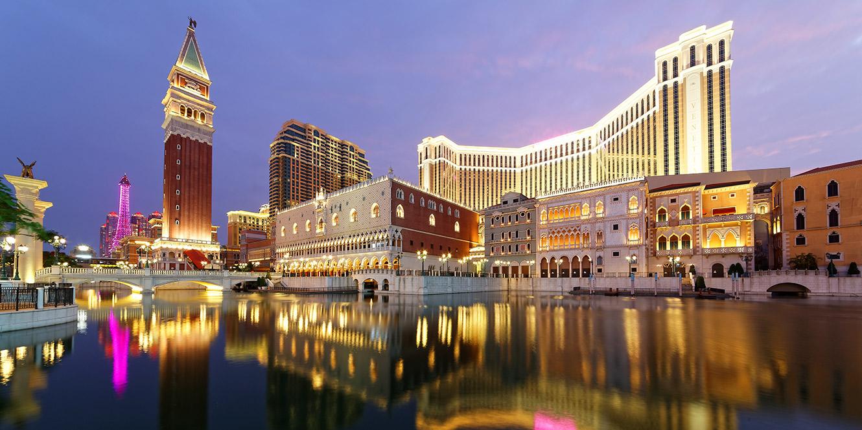 南京市明发江湾大酒店LED洗墙灯定制亮化项目